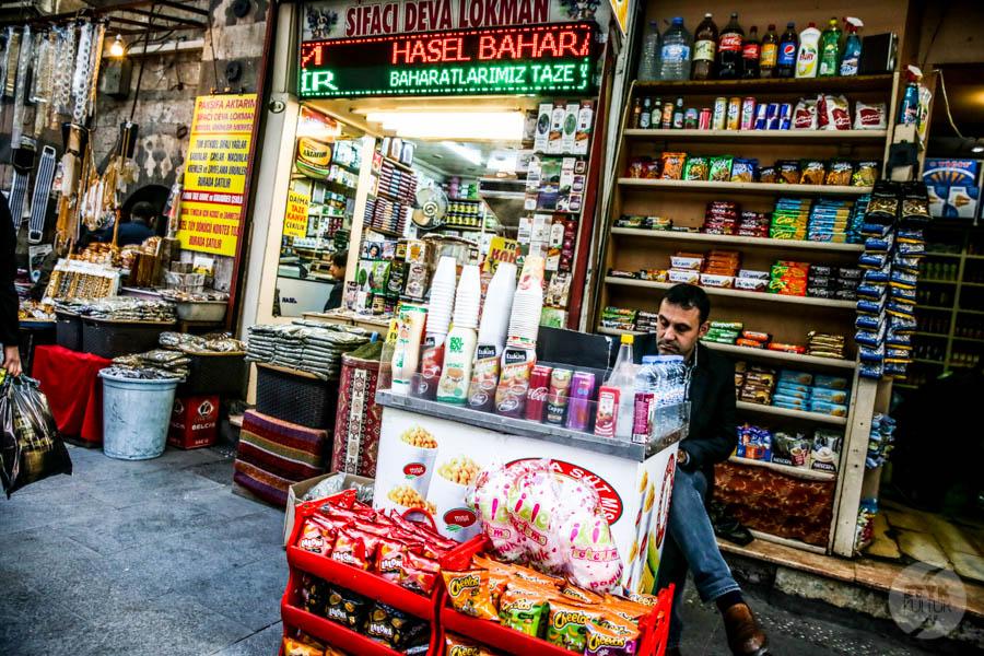 streetfood Dlaczego w Turcji do kawy podaje się szklankę wody?
