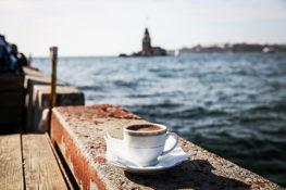 kawa min 263x175 Dlaczego w Turcji do kawy podaje się szklankę wody?