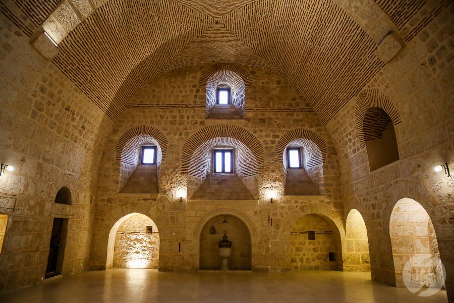 Wtorek 8132 Co warto zobaczyć w Midyat? Kamienna architektura i monastyr Mor Gabriel
