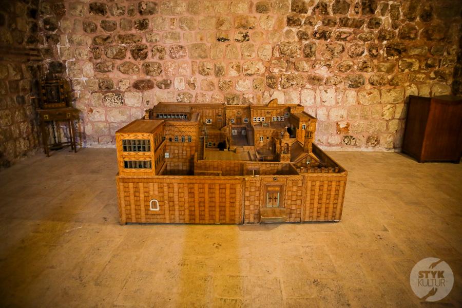 Wtorek 8141 Co warto zobaczyć w Midyat? Kamienna architektura i monastyr Mor Gabriel