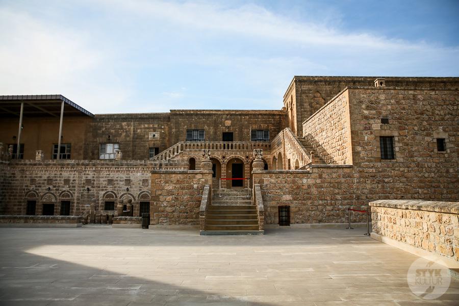 Wtorek 8160 Co warto zobaczyć w Midyat? Kamienna architektura i monastyr Mor Gabriel