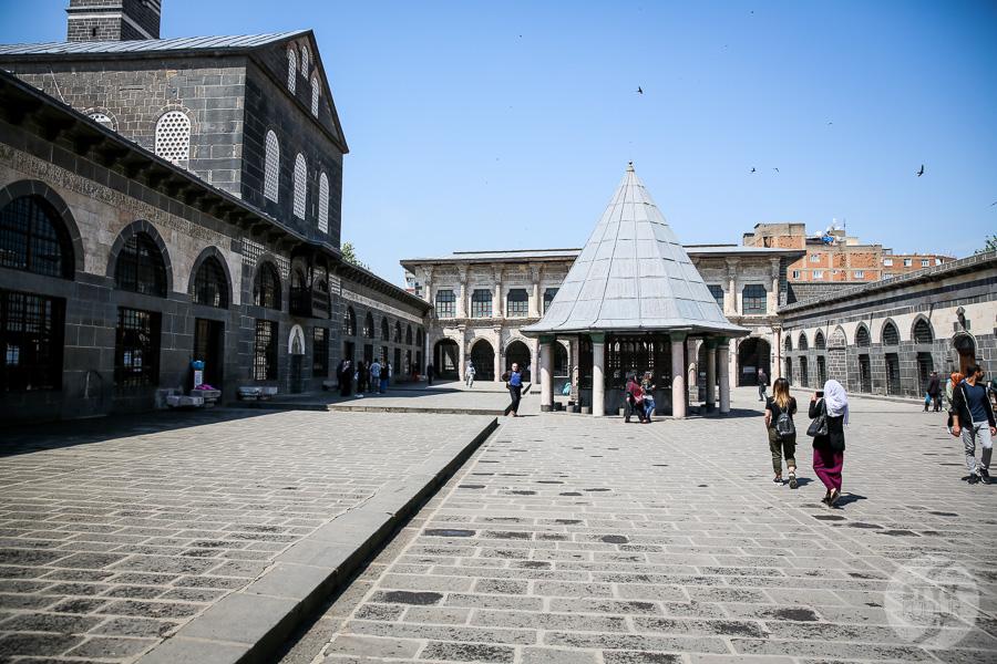 Wtorek 7864 Wielki Meczet w Diyarbakır   najstarsza islamska świątynia Mezopotamii