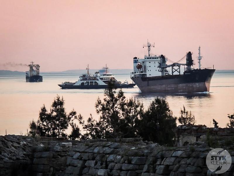 Dardanele 1 of 1 Cieśnina Dardanele w północno zachodniej Turcji