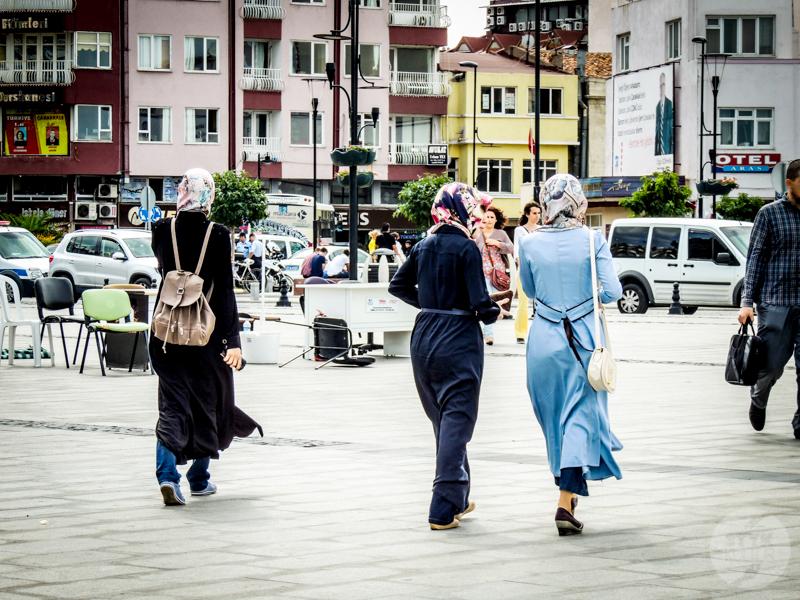 UbiorwTurcji 1 of 2 Jak się ubierać w Turcji? Poradnik dla kobiet