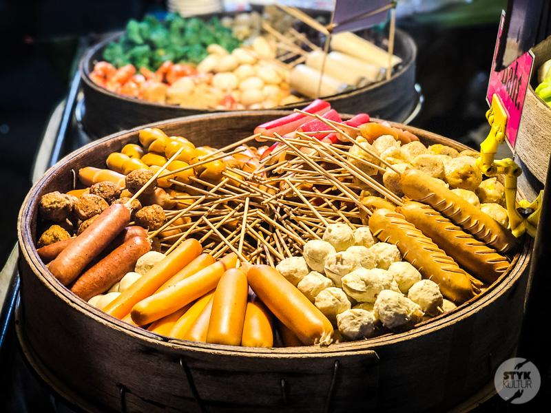 Krabi market i hotel 1 Co warto zobaczyć w Krabi Town? Największe atrakcje tajlandzkiego miasta