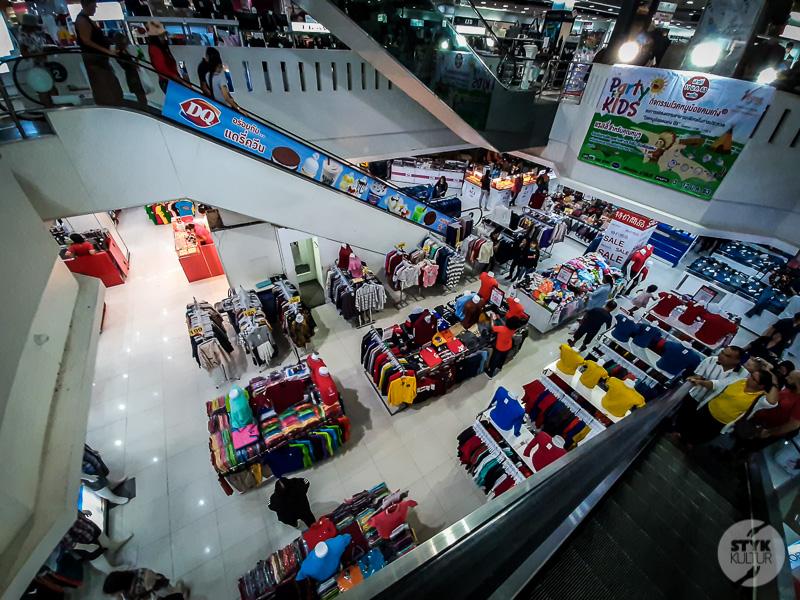 Krabi market i hotel 10 Co warto zobaczyć w Krabi Town? Największe atrakcje tajlandzkiego miasta