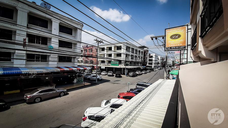 Krabi market i hotel 2 Co warto zobaczyć w Krabi Town? Największe atrakcje tajlandzkiego miasta
