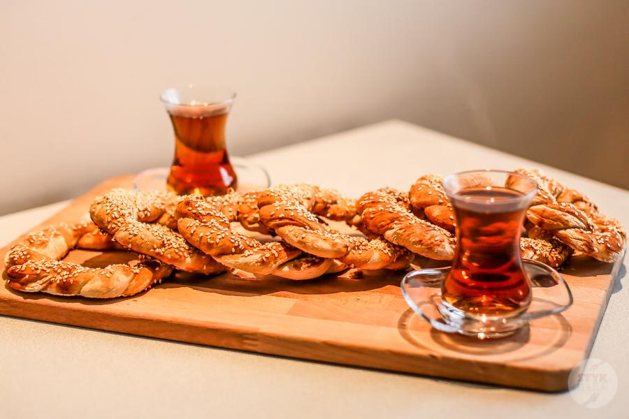Simity 5 of 9 Tęsknisz za Turcją? Wypróbuj przepis na domowe simity, czyli popularne tureckie obwarzanki!