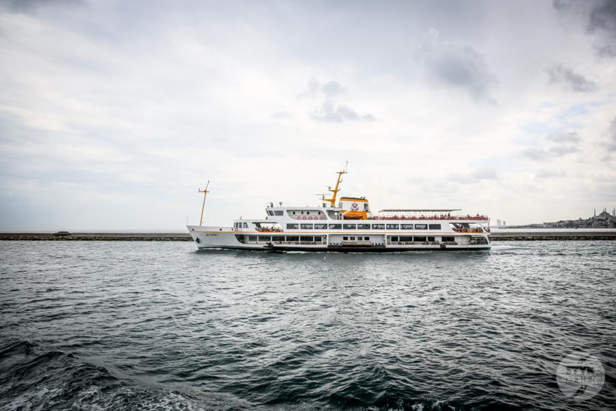 Stambul prom 3 of 4 Büyükada / Wyspy Książęce   wczasy bez samochodu, z widokiem na Stambuł