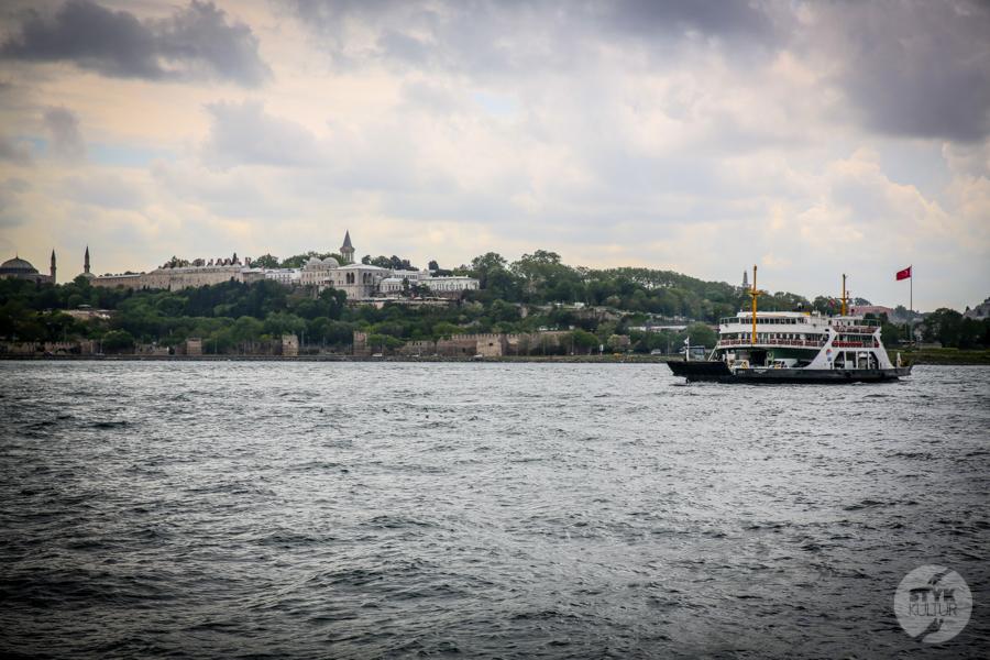 Stambul prom 4 of 4 Büyükada / Wyspy Książęce   wczasy bez samochodu, z widokiem na Stambuł