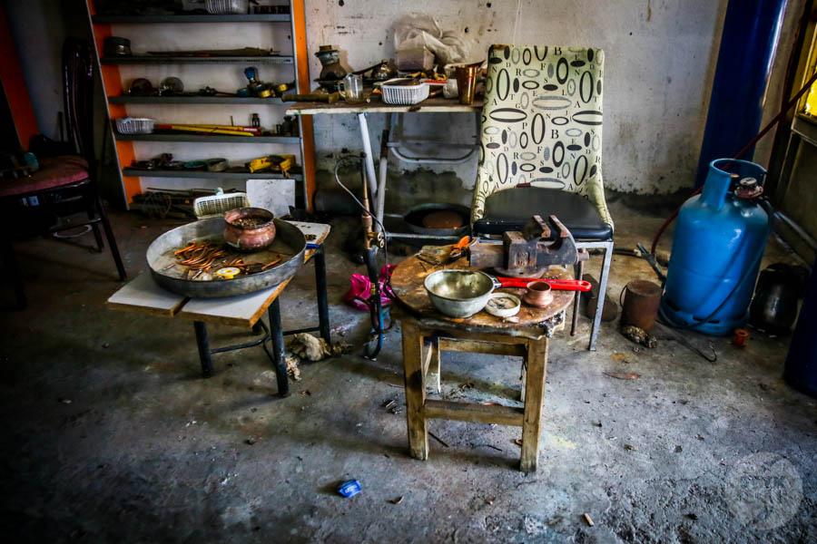 Diyarbakir miedz 23 of 25 Z odwiedzinami w warsztacie jednego z mistrzów tradycyjnego miedziarstwa w tureckim Diyarbakır