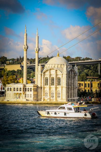 Meczet Ortakoy 2 of 1 Odkryj Ortaköy, malowniczą nadbrzeżną dzielnicę w Stambule