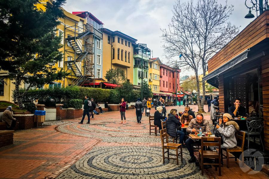 Ortakoy Stambul 6 of 9 Odkryj Ortaköy, malowniczą nadbrzeżną dzielnicę w Stambule