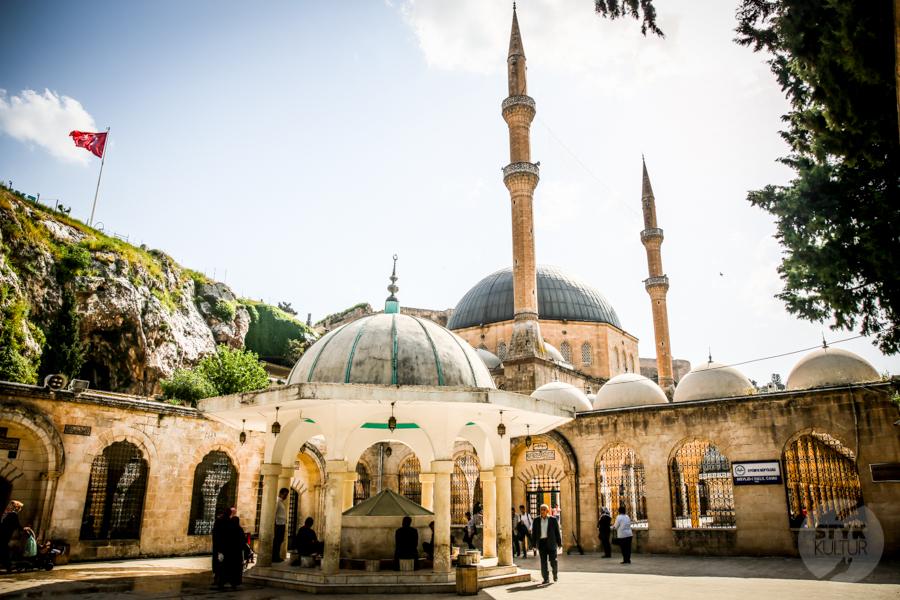 Sanliurfa meczet 2 of 18 Şanliurfa   miejsce narodzin proroka Ibrahima oraz cel pielgrzymek muzułmanów (Turcja Wschodnia)