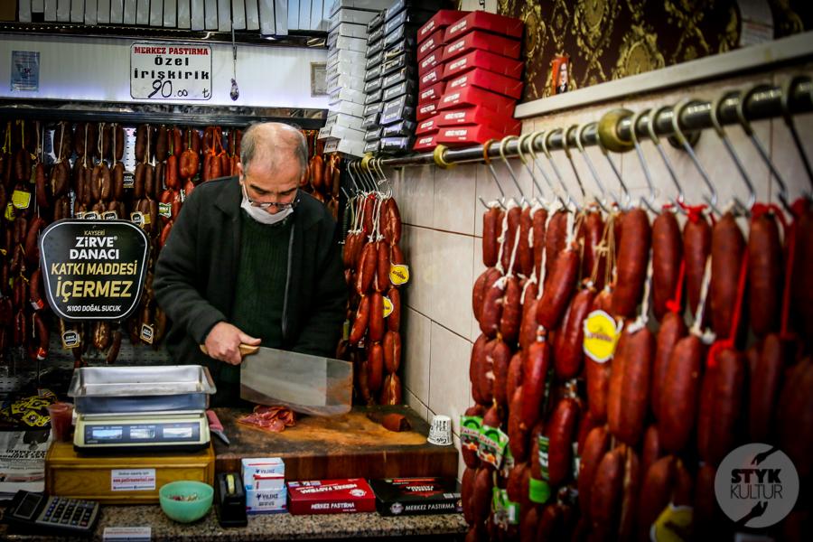 Pastirma Kayseri 6 of 11 Turcy przygotowują się do Ramadanu. W Kayseri hitem pastırma pozłacana jadalnym złotem